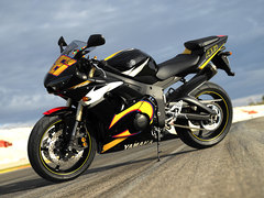 Photo of a 2005 Yamaha YZF-R6 R46