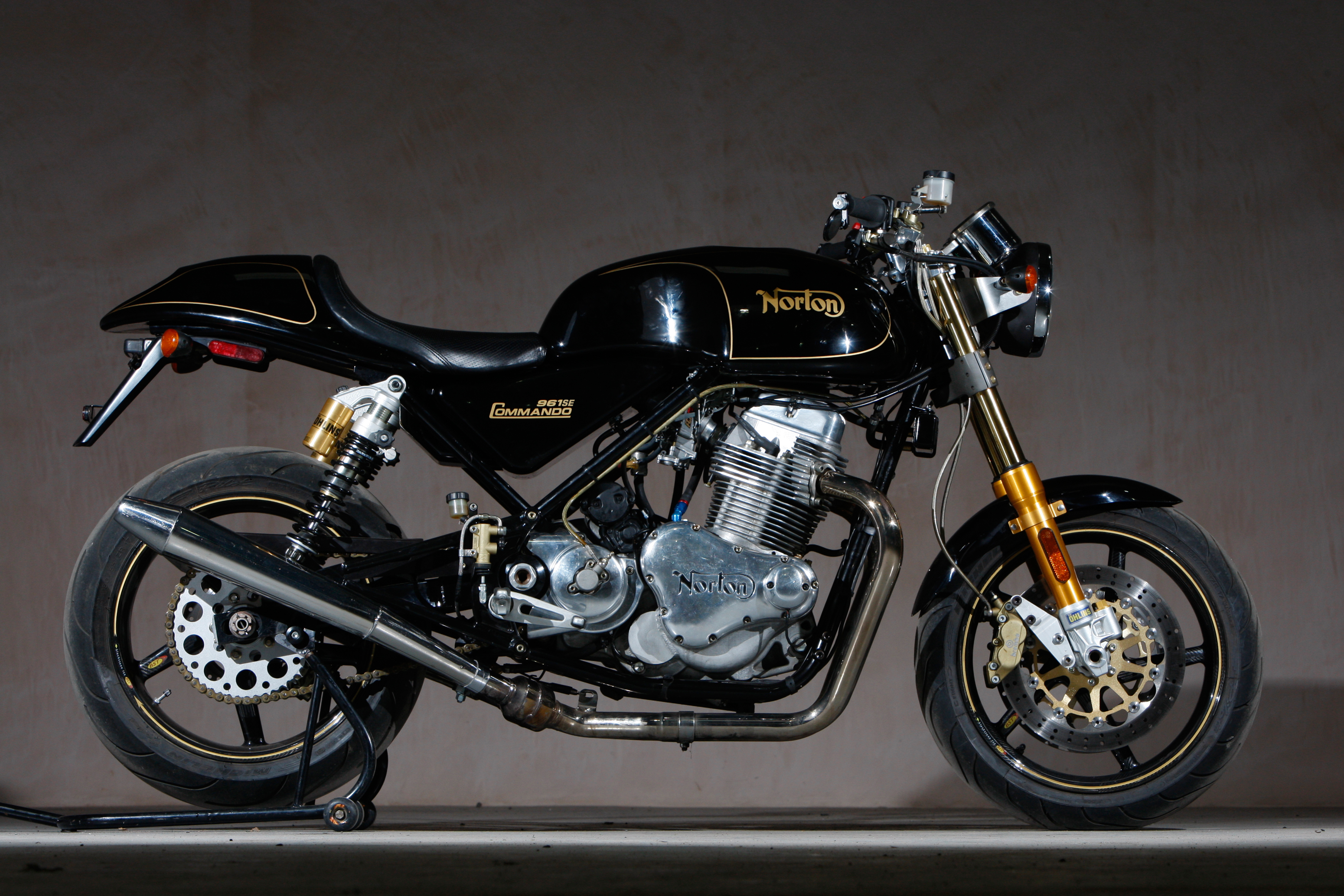 2010 Norton Commando 961 SE Wallpaper