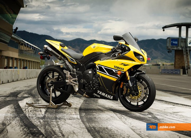 2011 Yamaha YZF-R1 Roberts Replica Picture - Mbike.com