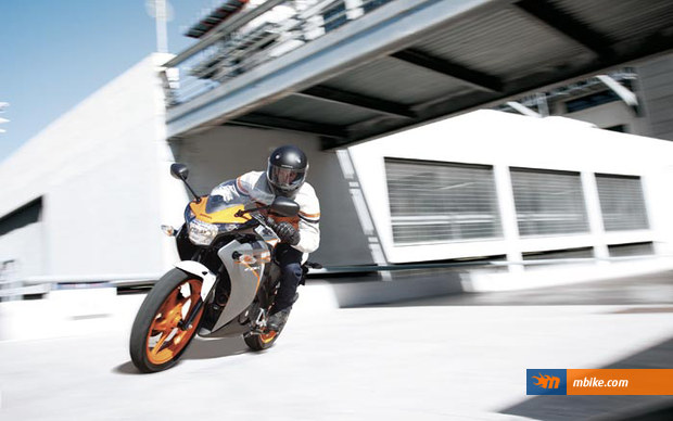 The 125cc CBR in action